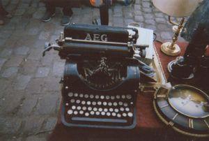 tumblr_m7zg9f4CqL1qewczgo1_1280-300x202 ¿Escribir en 1ª o 3ª persona? Los retos de cada voz narrativa